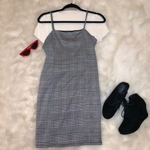 Black and white houndstooth body on dress
